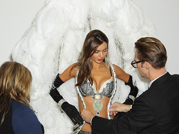miranda kerr 600x450 PHOTO: Miranda Kerr Strips Down for the Victorias Secret Fashion Show