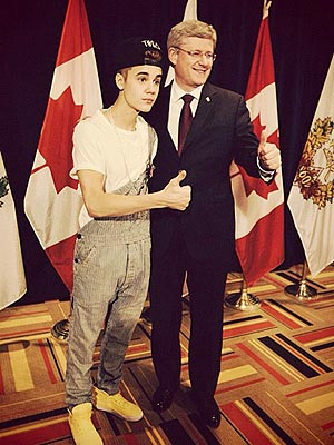 justin bieber 1 300x400 Justin Bieber Takes Reporter to Task Over Overalls Commotion