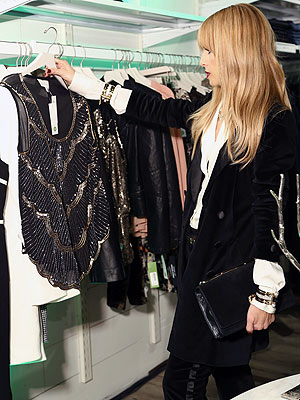 rachel zoe 300x400 Rachel Zoe to Holiday Partygoers: Cover Up!