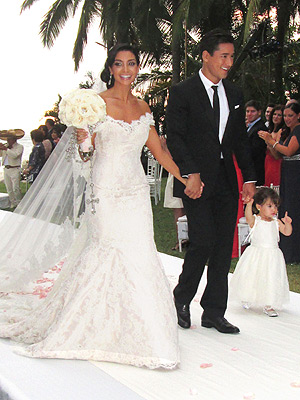 mario lopez 300x400 All the Details on Mario Lopez’s Wife’s Wedding Day Hair
