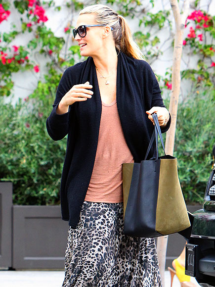 TWO-TONE TOTE photo | Molly Sims
