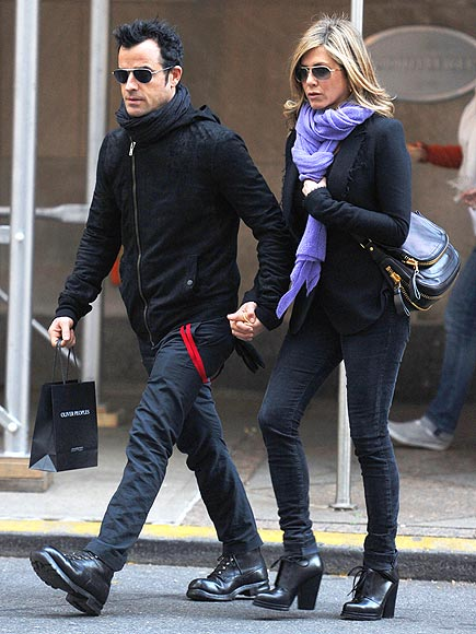 COZY COUPLE photo | Jennifer Aniston, Justin Theroux