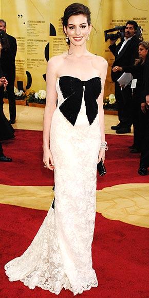 BOW-TIFUL BRIDE photo | Anne Hathaway