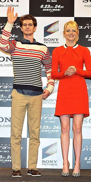 JOINED AT THE HIP IN JAPAN photo | Andrew Garfield, Emma Stone
