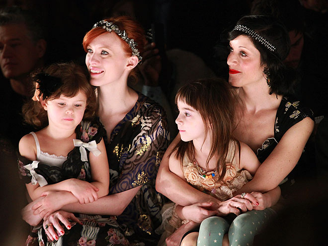 ANNA SUI FRONT ROW photo | Karen Elson