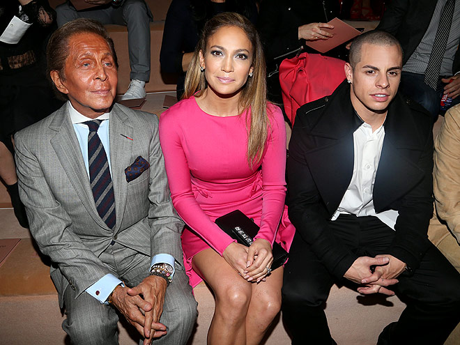 VALENTINO FRONT ROW photo | Casper Smart, Jennifer Lopez, Valentino