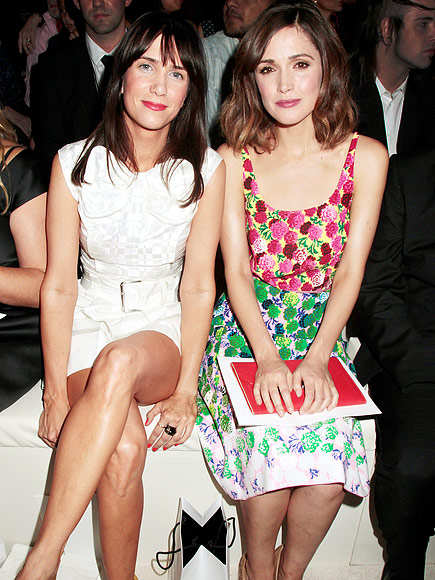 KRISTEN WIIG & ROSE BYRNE photo | Kristen Wiig, Rose Byrne