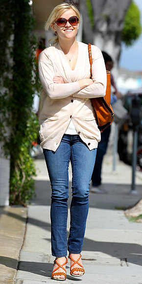 PRETTY PETITE: ANKLE-CUT SKINNY photo | Reese Witherspoon