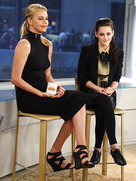 STYLISHLY IN SYNC photo | Charlize Theron, Kristen Stewart