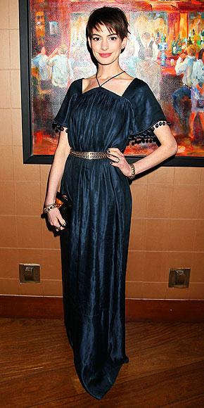 BELT IT OUT photo | Anne Hathaway