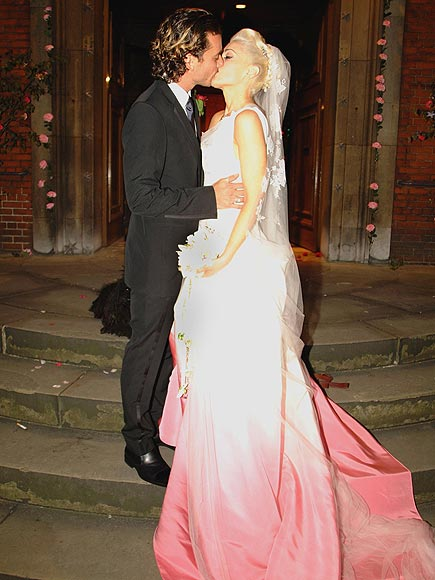 http://img2.timeinc.net/people/i/2012/stylewatch/gallery/pink-gowns/gwen-stefani-435.jpg