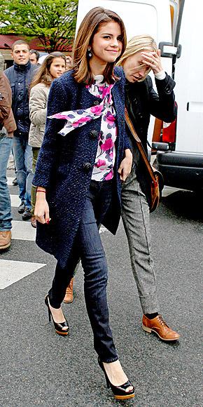 STREET STRUT photo | Selena Gomez