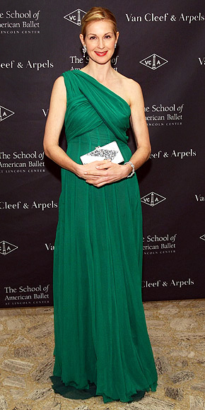 YOUR PLUS-ONE ... SHOULDER photo | Kelly Rutherford
