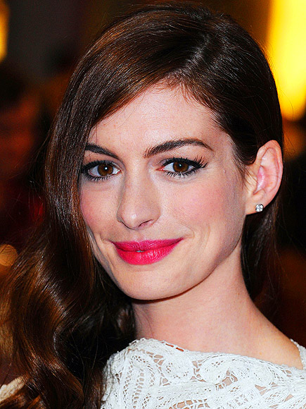 MATCHING LIPS AND CHEEKS photo   Anne Hathaway