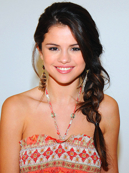 JUST-OUT-OF-BED SIDE BRAIDS photo   Selena Gomez