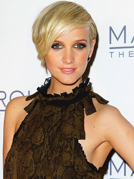 SHORT & SIDE-SWEPT photo | Ashlee Simpson