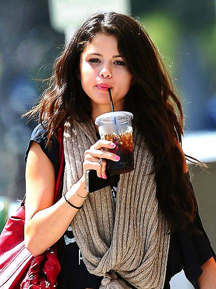 GIVE FAUX LOCKS SOME LOVIN' photo | Selena Gomez