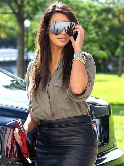 GINORMOUS SUNGLASSES  photo | Kim Kardashian