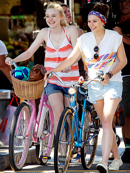 DAKOTA FANNING & ELIZABETH OLSEN photo | Dakota Fanning, Elizabeth Olsen