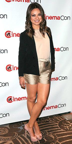 DRESS SHORTS photo   Mila Kunis