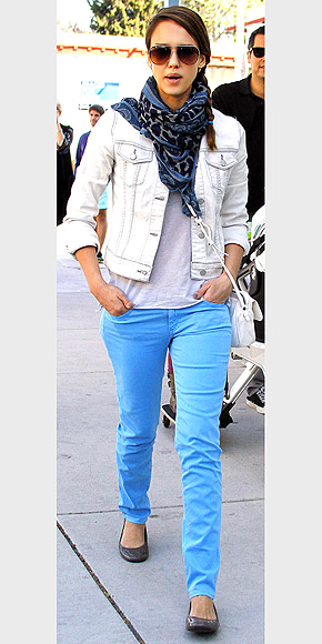 WASHED-OUT DENIM JACKET photo | Jessica Alba