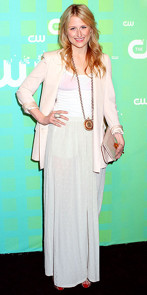 HEAD-TO-TOE NEUTRALS photo | Mamie Gummer