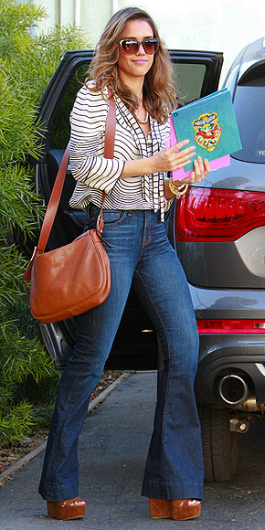 JESSICA ALBA'S MINI MESSENGER BAG photo | Jessica Alba