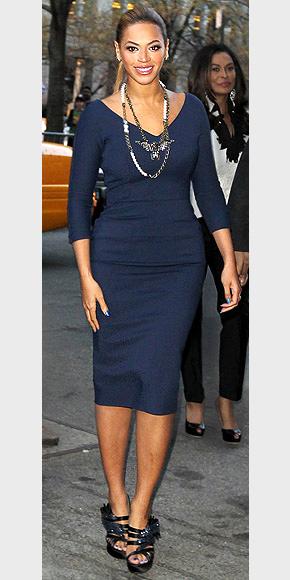 BEYONCÉ'S BLUE SHEATH  photo | Beyonce Knowles