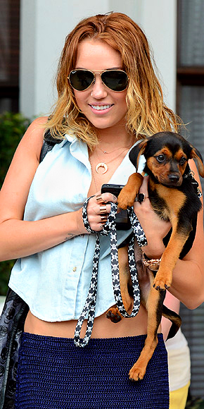 MILEY CYRUS'S NECKLACE photo | Miley Cyrus