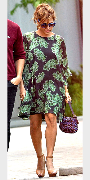 EVA MENDES'S BLACK-AND-GREEN DRESS photo | Eva Mendes, Ryan Gosling