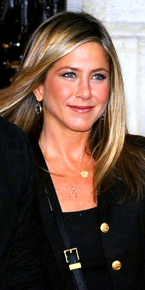 JENNIFER ANISTON&#39;S PENDANTS photo | Jennifer Aniston