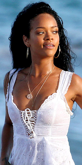 RIHANNA'S PENDANT photo | Rihanna