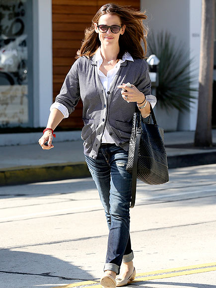 JENNIFER GARNER'S SUNGLASSES photo | Jennifer Garner