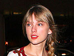 Taylor Swift Totes Her Guitar to Sydney | Taylor Swift