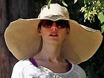 Anne Hathaway Goes Incognito After Her Wedding | Anne Hathaway