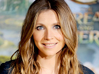 Sarah Chalke: My Son 'Fell In Love' with Brad Garrett