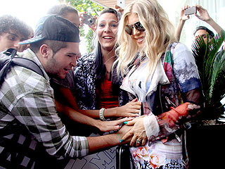 PHOTO: Fergie's Brazilian Fans Take a Hands-on Approach to Baby | Fergie