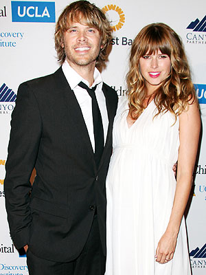 Eric Christian Olsen Sarah Wright Pregnant