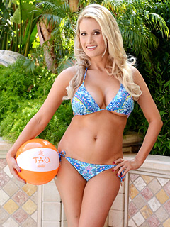 Holly Madison TAO Beach
