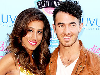 PHOTO: Kevin and Danielle Jonas Debut Baby Belly