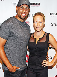Kendra Wilkinson Pregnant Expecting