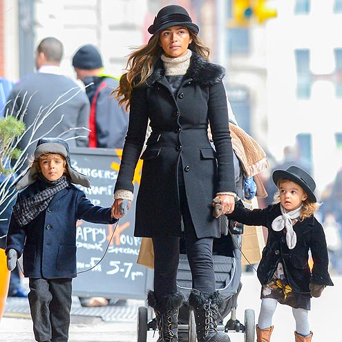 CITY WALK photo | Camila Alves