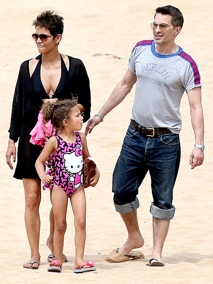 TROPICAL TREAT photo | Halle Berry, Olivier Martinez