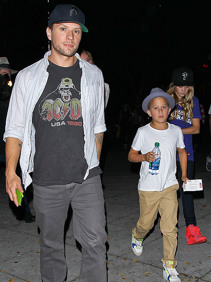 RYAN PHILLIPPE, DEACON & AVA photo | Ava Phillippe, Ryan Phillippe