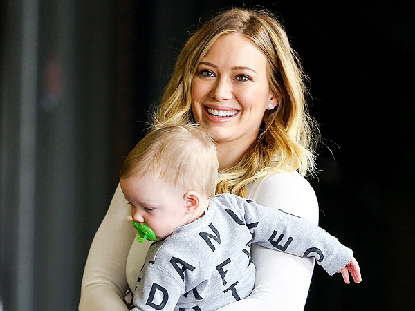 Hilary Duff Is &#39;Very Sweet&#39; at Beverly Hills Bakery