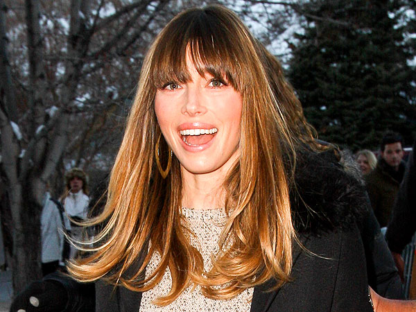 Jessica Biel & Fan Have Impromptu Photo Shoot at Sundance