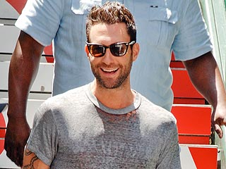 Adam Levine & Friends Have 'Laid Back' Lunch in N.Y.C. | Adam Levine