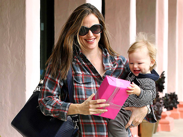 Jennifer Garner Enjoys Lunch Date with Son Samuel