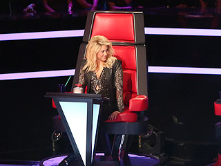 Shakira Happy to Steal on The Voice's First Night of Battle Rounds | Shakira