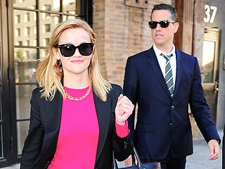 Reese and Jim Show Off &#39;Great Chemistry&#39; While Shopping in N.Y.C. | Reese Witherspoon